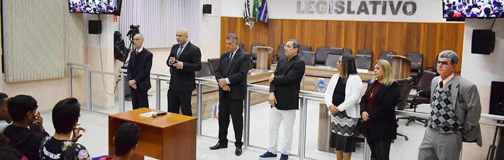Alunos do Monsenhor Seckler se reúnem com os Vereadores na Câmara Municipal